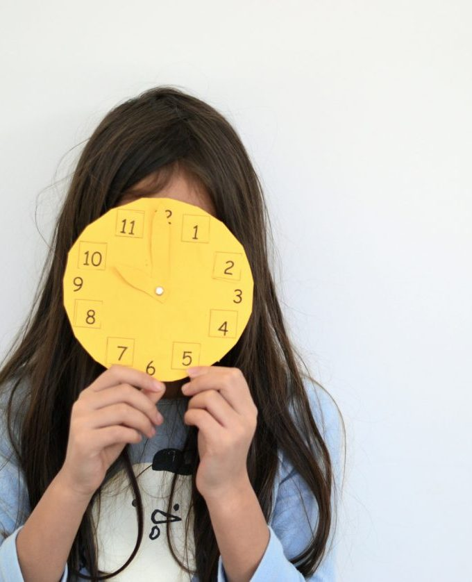 Kids craft: make a clock and learn to tell time