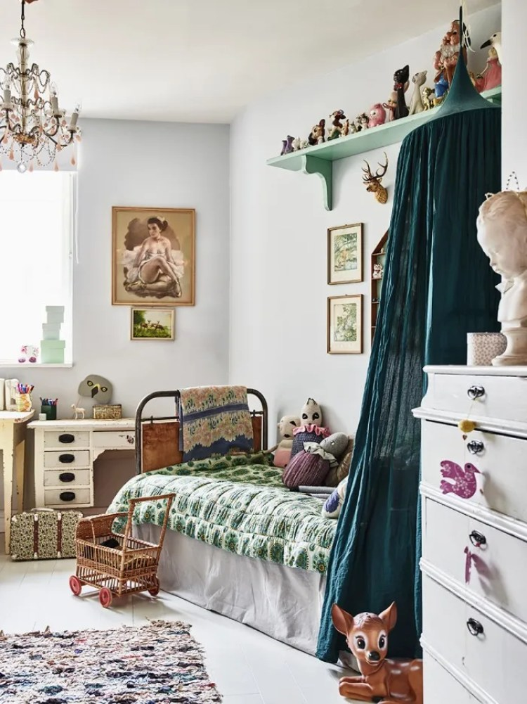 How to create a stunning vintage kids room diy home Vintage childrens room decor
