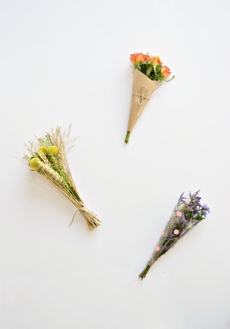 how to wrap a mini bouquet of flowers