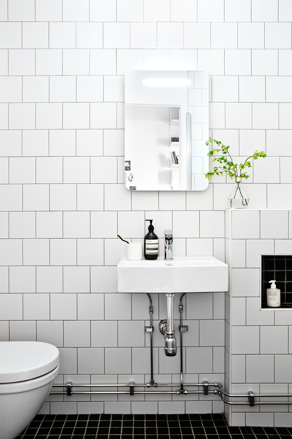 11 Tips For A Minimal Clutter Free Bathroom Diy Home