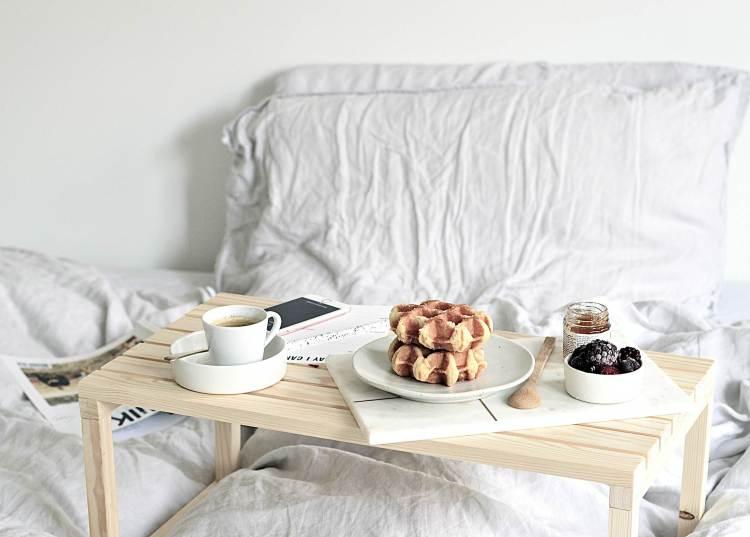 easy diy breakfast in bed table