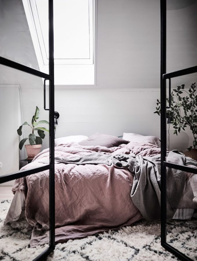 11 tips for a scandinavian style bedroom (that you can re-create)