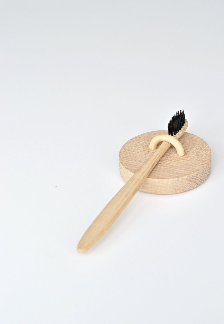 wall hanging toothbrush holder