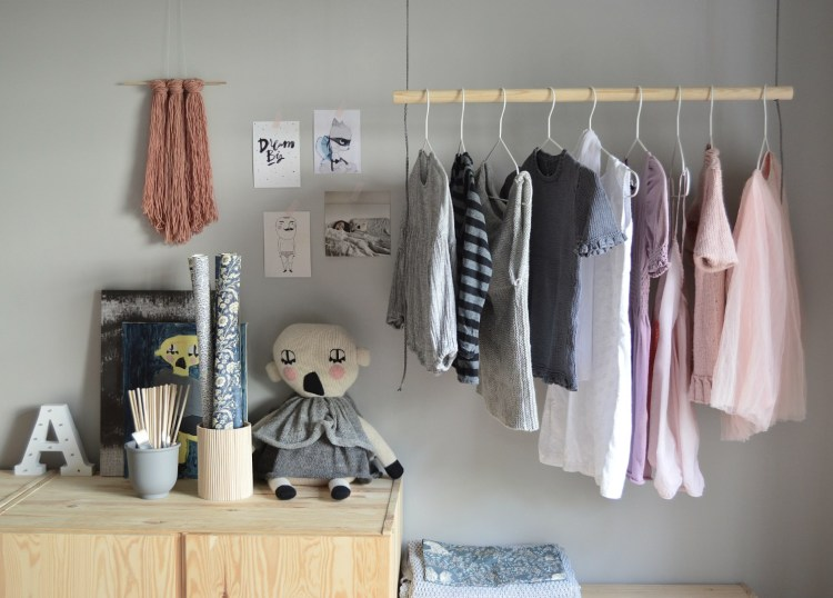 diy hanging clothes rack kids bedroom