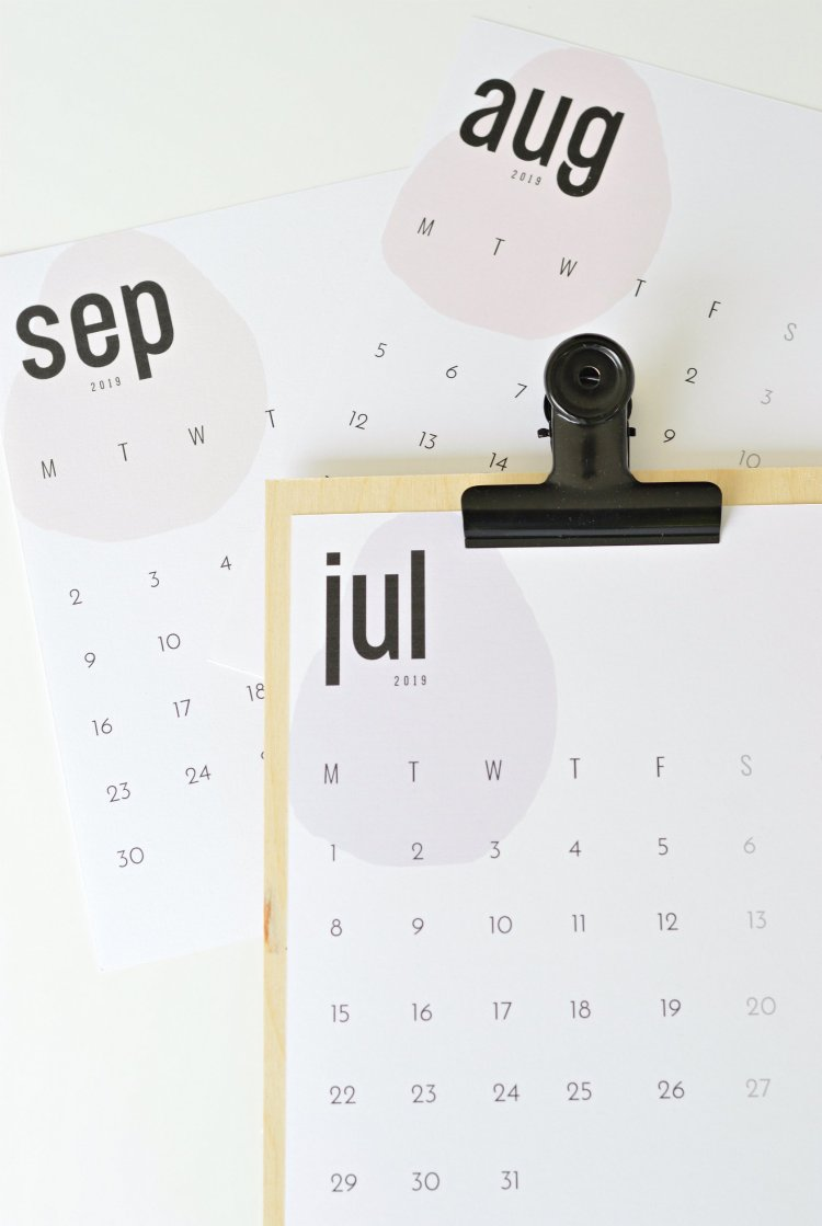 your DIY family printable monthly calendar