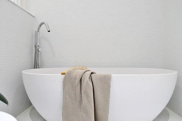 white stone bathtub