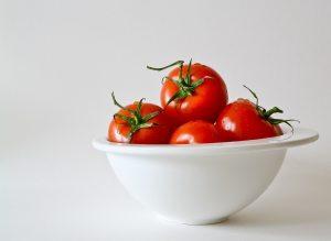 tomatoes remove age spots