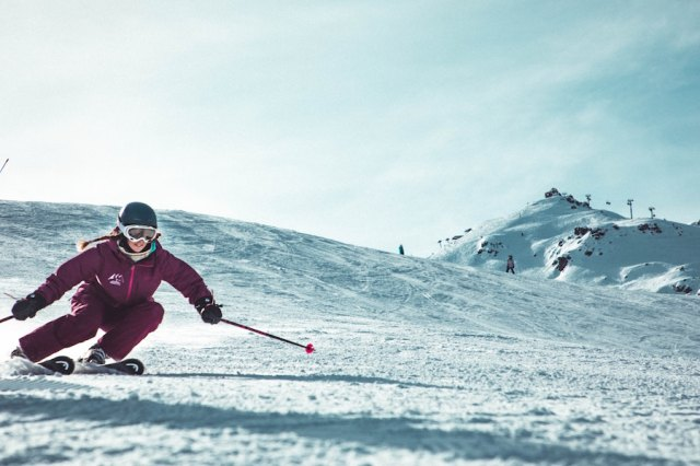 woman skiing - gender equality in sports