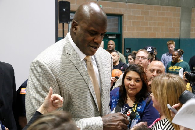 Failing Papa John's Hires Shaquille O'Neal to Eat Most of Their Pizzas