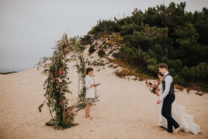 Intimate elopement in portugal at Areias do Seixo.