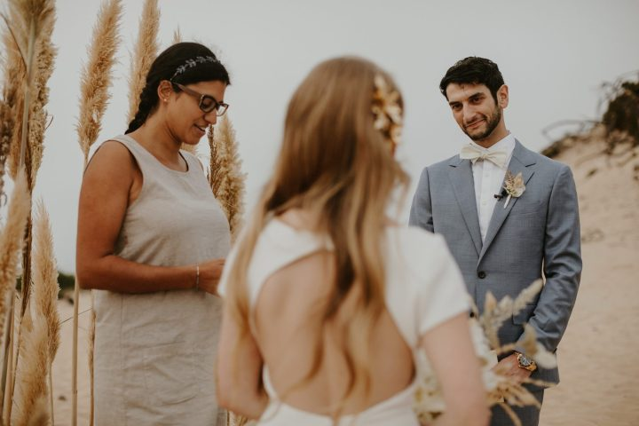 Wedding celebrant in Portugal marrying a couple