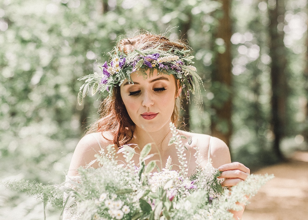 Summer Wedding, Bride with bouquet and flower crown