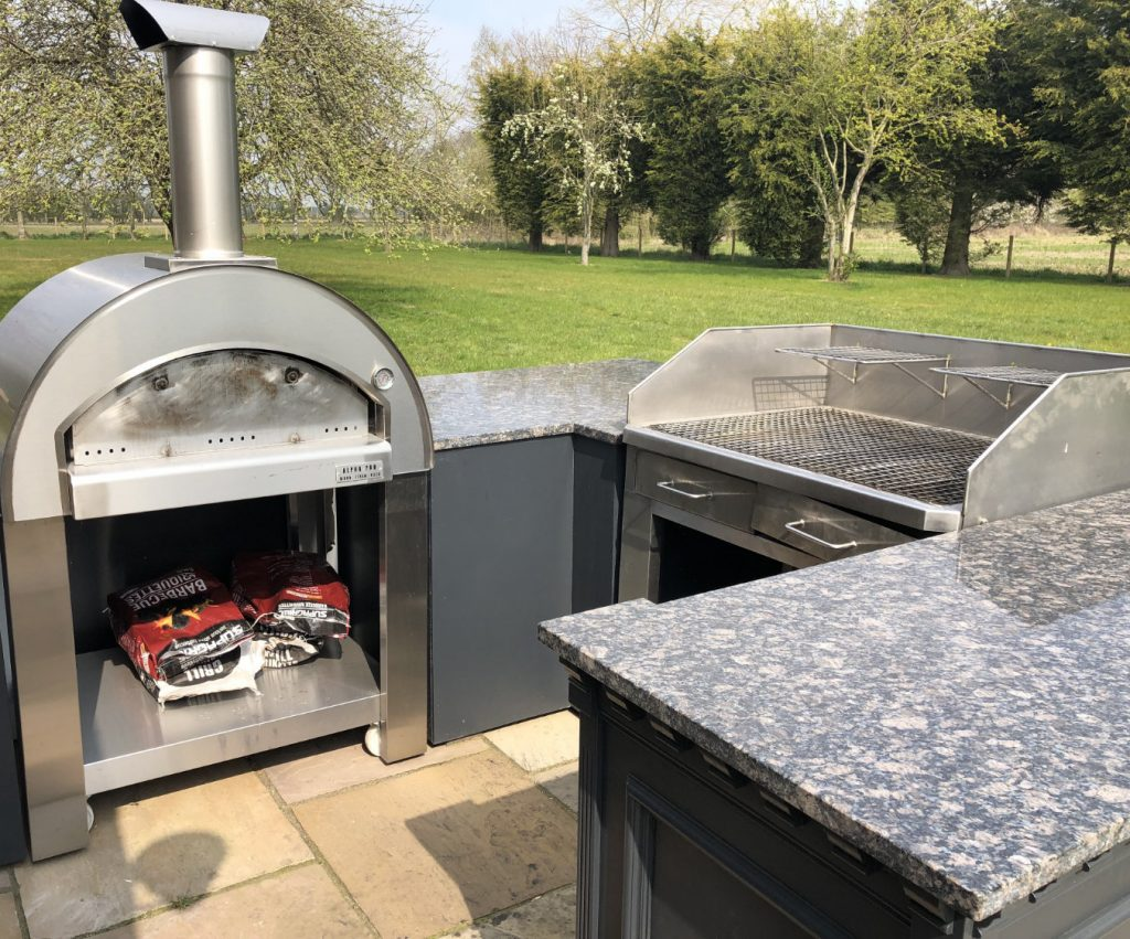 Outdoor Kitchen at Woodland Lodge