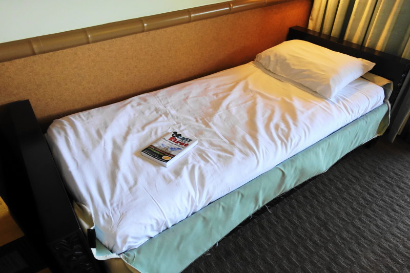 kids pull out sofa newport wales photo tour of a standard room at disney's polynesian ...