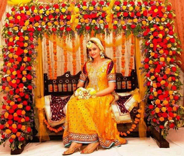 Pakistani wedding mehndi dress designs