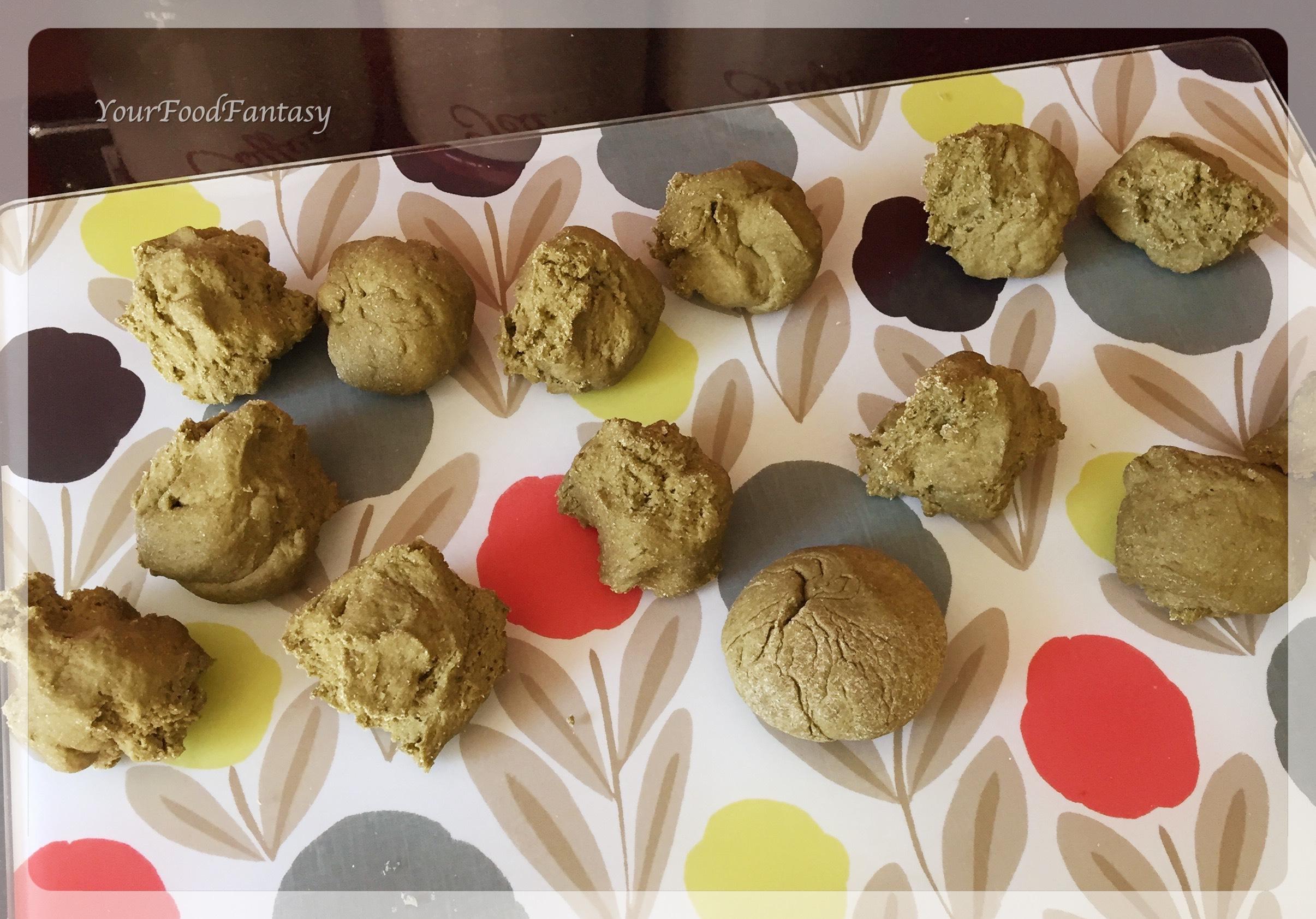 dough balls for palak poori | yourfoodfantasy.com by meenu gupta