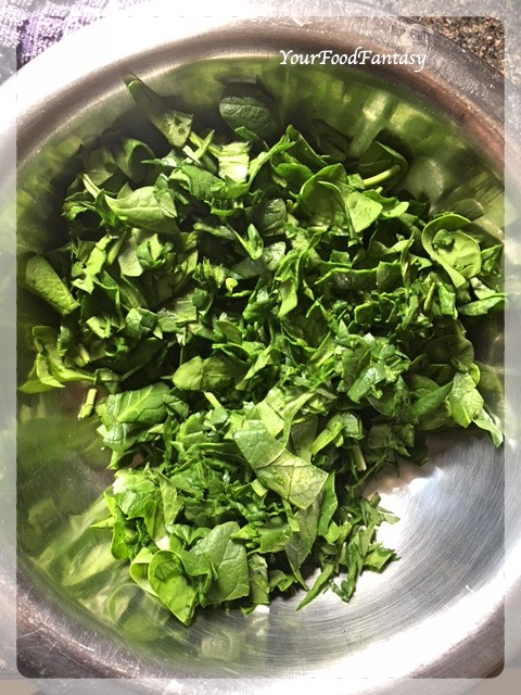 Spinach for Spinach Chicken Curry   Your Food Fantasy