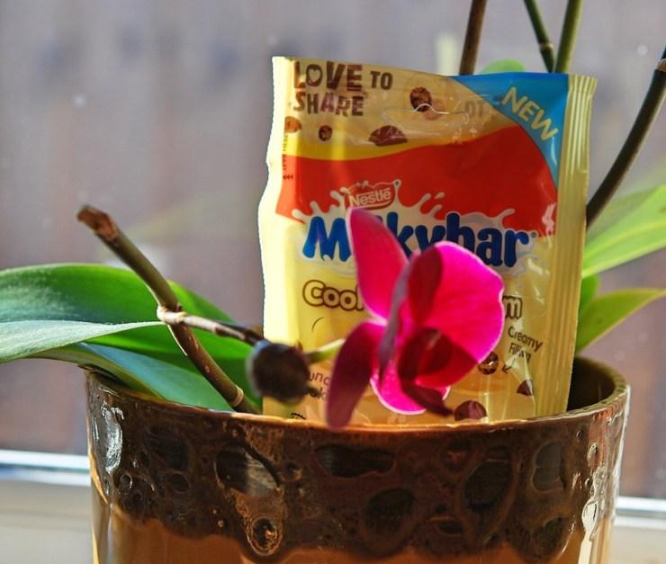 Milkybar Cookies & Cream Review