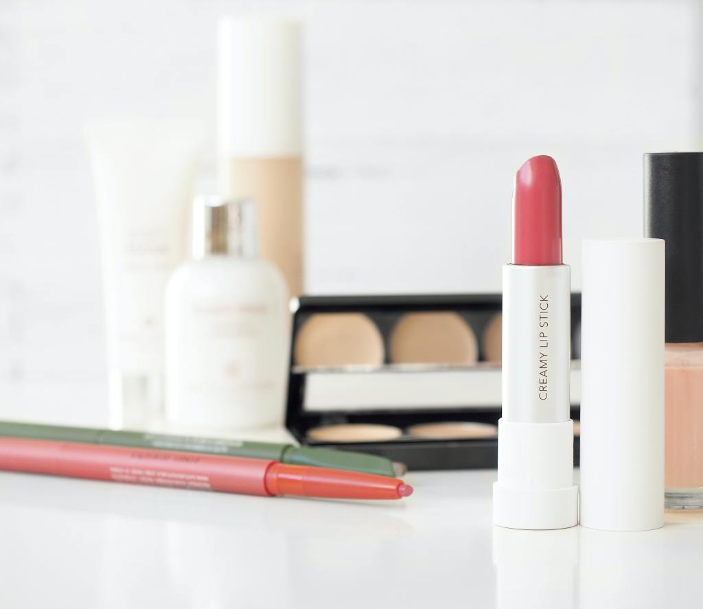 Beauty Products You Need for Wedding Day Touchups
