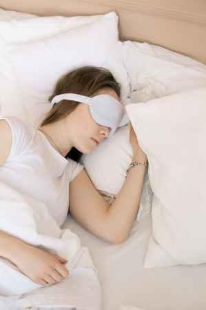 Sleep hygiene, including a dark room or eye cover, improves the quality of sleep.