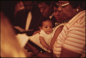 640px-Photograph_of_an_African-American_Family_at_Chicago's_Church_of_the_Messiah_-_NARA_-_556233