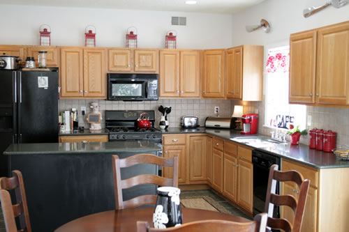 Kitchen Decor Above Cabinets Red Teapot Brown Counter Sets Tile Backsplash Design White Wooden Great Decorating Ideas