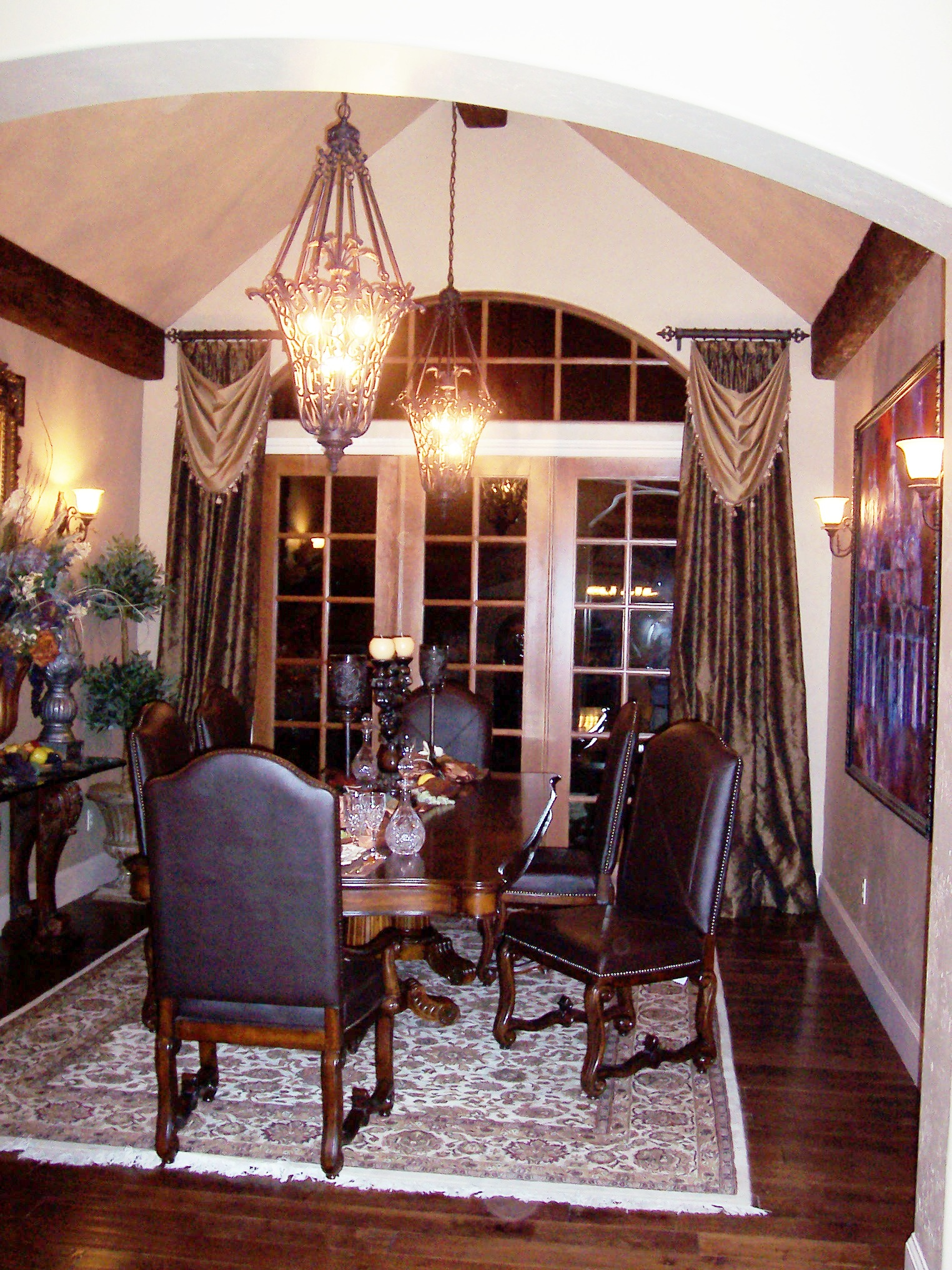 Dress Up Your Dining Room For Delicious Dinners Devine Decorating Results For Your Interior