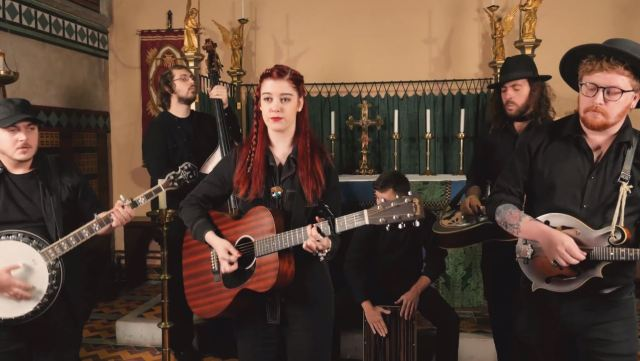 Millport Cathedral Session: Izzie Walsh – 'Lie To Me'