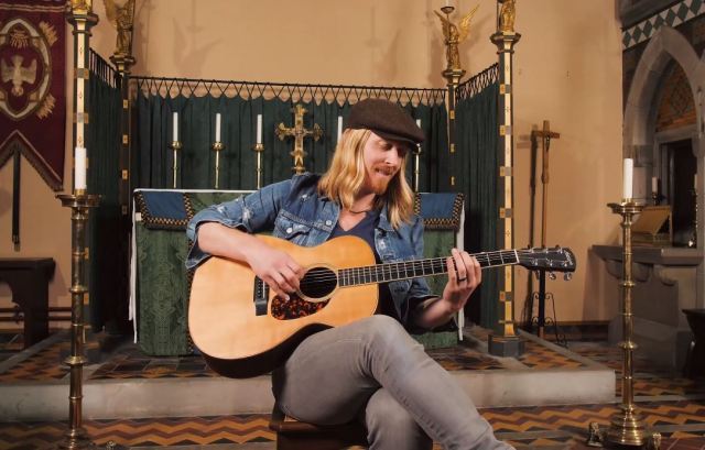 Millport Cathedral Session: Kenny Foster – 'Hearts That Bend'