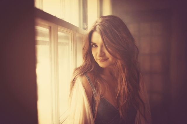 Tenille Townes Releases 'Jersey On The Wall' Video