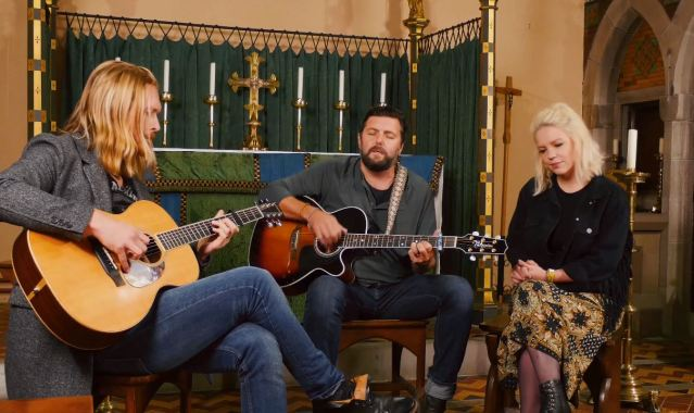 Millport Cathedral Session: Simon James – 'The Rose And The Ribbon'