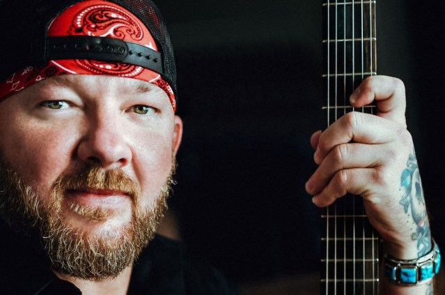 Stoney LaRue & Tanya Tucker 'Meet In The Middle' On New Single