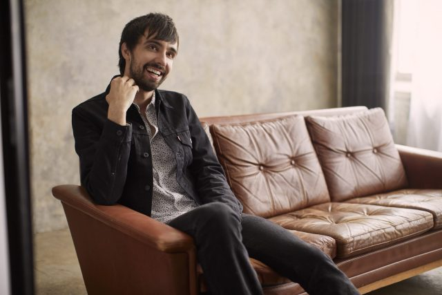 INTERVIEW: Mo Pitney Sheds The Light On His New Album, 'Ain't Lookin' Back'
