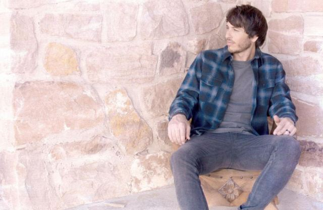 Morgan Evans Puts Signature Spin On 'All I Want For Christmas Is You'