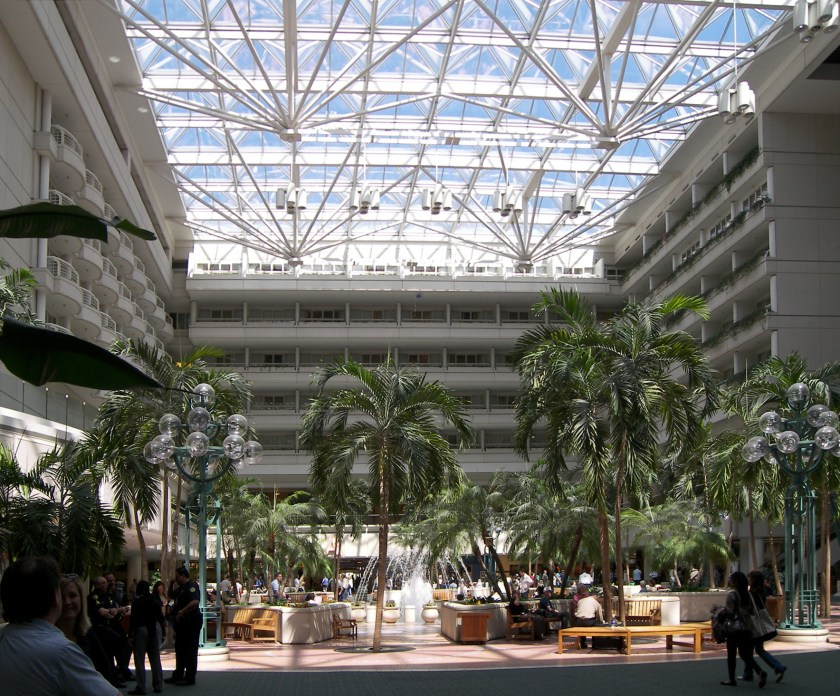 Orlando_international_airport_atrium