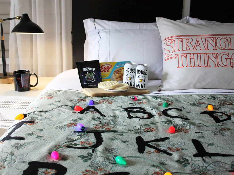 """""""Stranger Things"""" Themed Hotel Room Unveiled in NYC Hotel"""