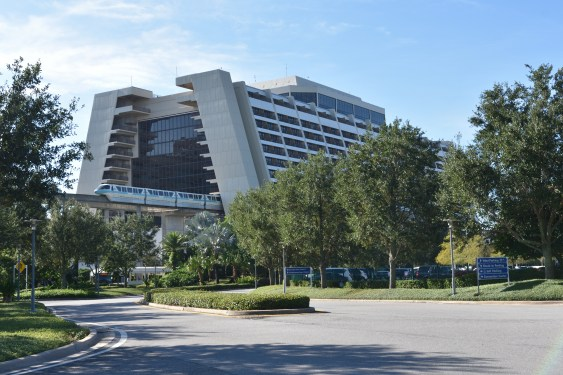 Disney's_Contemporary_Resort_Arriving_Monorail_Teal