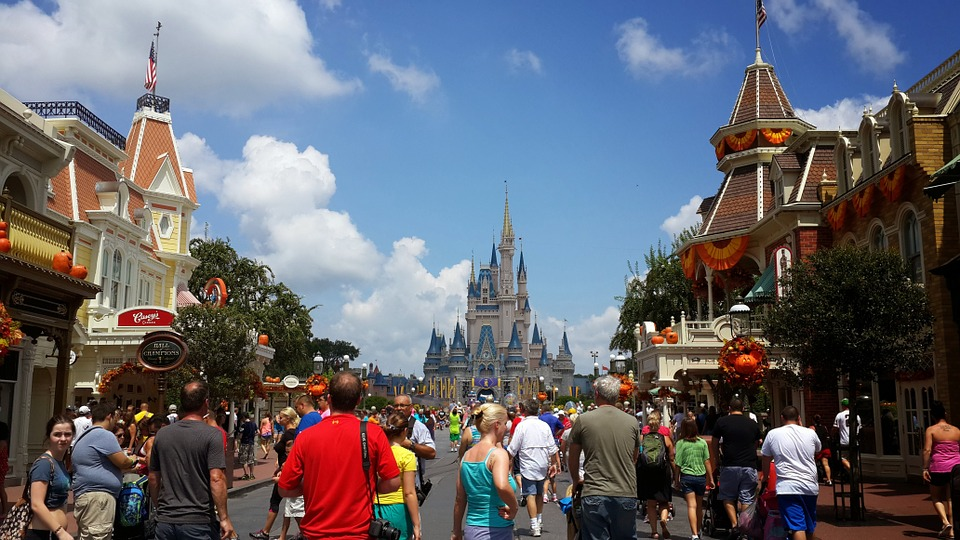 How Much Money Should You Bring With You To Walt Disney World? This Guide Might Help