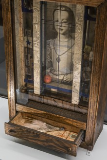 Joseph Cornell Untitled (Medici Princess) c. 1948 Box construction, 44.8 x 28.3 x 11.1 cm Private Collection, New York Photo courtesy Private collection, New York © The Joseph and Robert Cornell Memorial Foundation / Bildrecht, Wien, 2015 Photo: KHM-Museumsverband