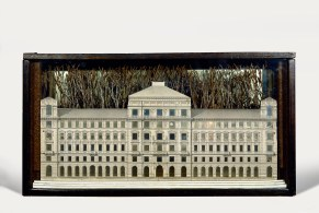 Joseph Cornell Palace 1943 Box construction, 26.7 x 50.5 x 13 cm The Menil Collection, Houston Photo The Menil Collection, Houston. Photography: Hickey-Robertson © The Joseph and Robert Cornell Memorial Foundation / Bildrecht, Wien, 2015