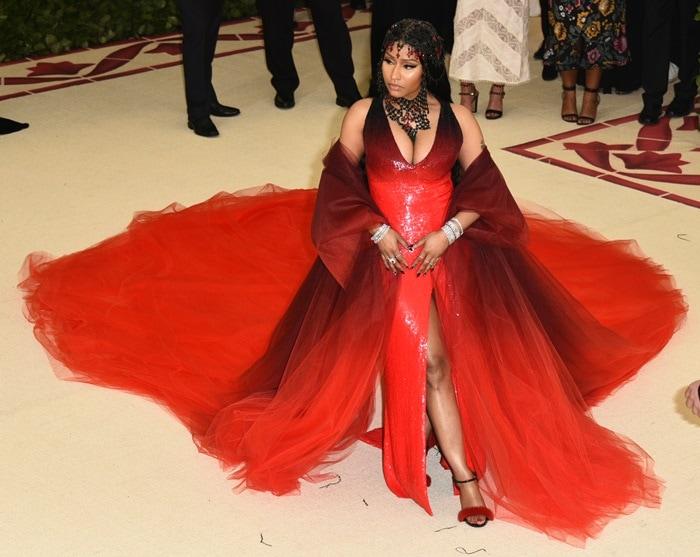 Nicki Minaj Surprises In Red Ombré Oscar De La Renta Dress