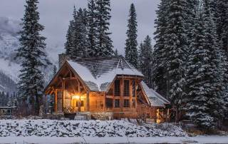 Cabin in winter, photo by Ian Keefe on Unsplash