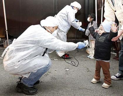 1_art_radiation-checks-420x01-radiation-japan-children