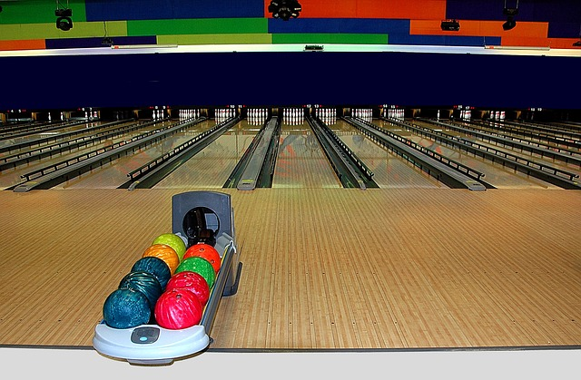 bowling-alley-1636278_640