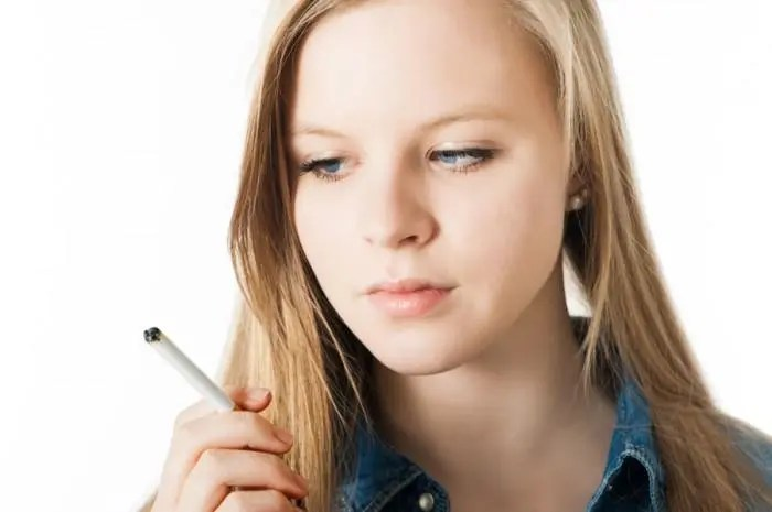 "More Young Women Opting for ""Light Smoking"""