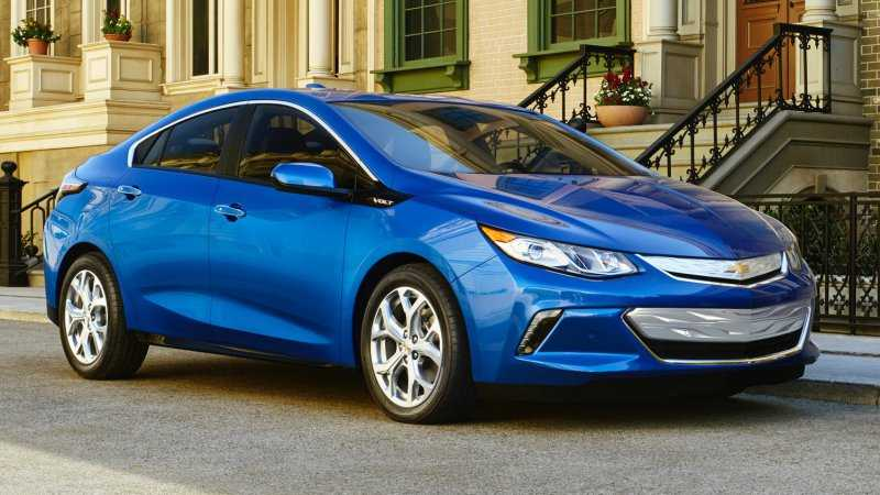 2016 Chevrolet Volt Can Now Deliver 53 Miles, Aims at Average Commuter