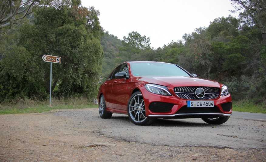 2017 Mercedes-Benz C-Class Coupe Looks as Stunning as Big Brother S-Class