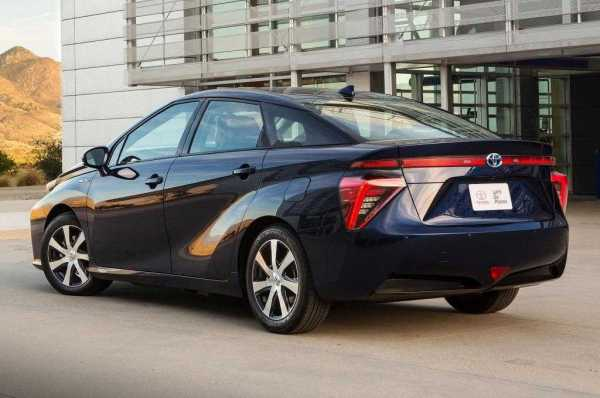 Toyota-Mirai-hydrogen-powered-sedan