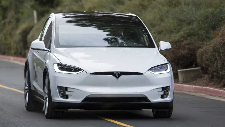 Tesla Model X – Anonymous Driving and All the New Features