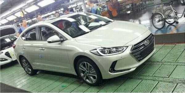 2017-Hyundai-Elantra-1